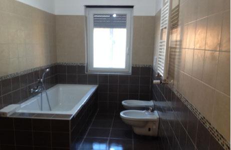 Costo muratore per rifare bagno infissi del bagno in bagno - Rifare bagno costo ...