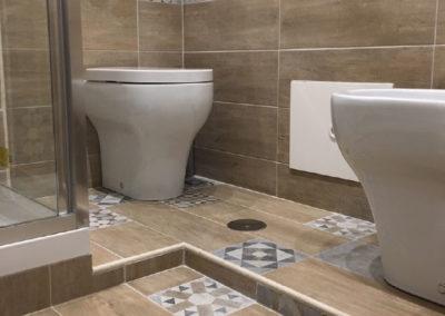 rifare bagno completo pavimento rivestimento impianti sanitari tinteggiatura